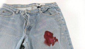 кров на одежде
