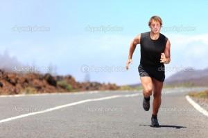 бежать по дороге