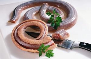 кушать змею