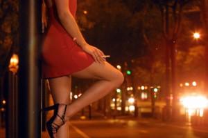 проститутка с сигаретой