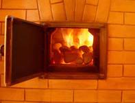 топить печь