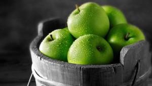 ведро с фруктами