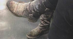 снится чему смыть грязь с обуви к