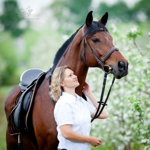 вести коня
