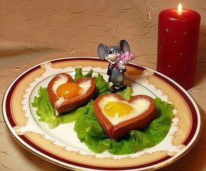 яйца на тарелке