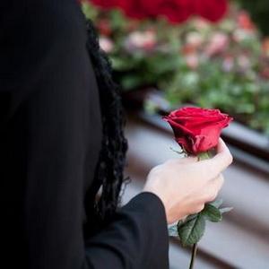 во сне похороны знакомого