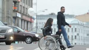 в инвалидной коляске