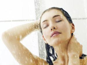 Мыться прохладной водой