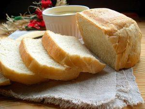 Делить белый хлеб