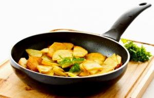 Румяный овощ на сковороде
