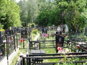 Посещать кладбище