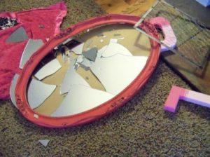 Разбить зеркало