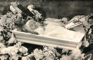 сонник видеть знакомую в гробу