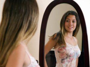 Смотреться в зеркало