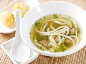 Варить суп с лапшой