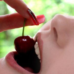 Кушать сочные плоды