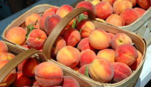 Покупать фрукты