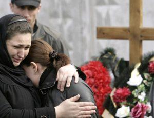 Рыдать на кладбище