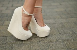 Белоснежная одежка для ног