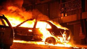 Охваченное огнем авто