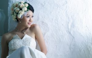 Выходит замуж