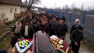 Погребают родственника