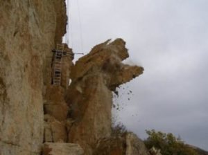 Обвалившаяся скала