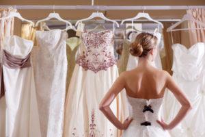 Выбирать свадебное платье сонник