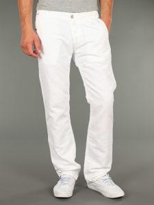 Белая деталь гардероба