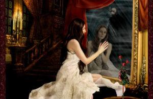 Рассматривать себя в зеркале