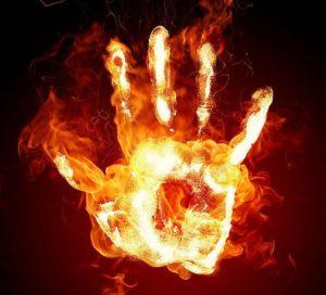 Трогать пламя руками
