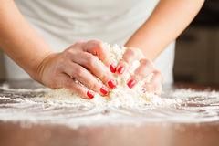 Делать тесто для выпечки