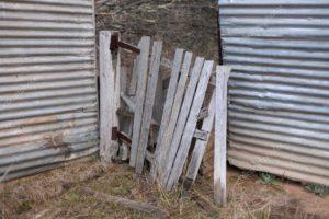 Сломанные ворота