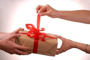 Во сне дарить подарки покойнику