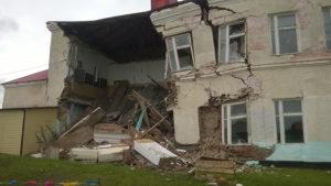 Обваливающийся дом