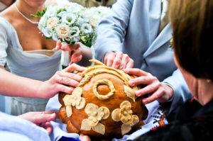 Делить сдобный хлеб