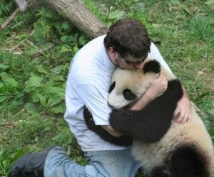 Обнимать животное