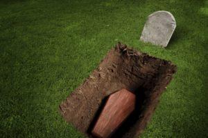 Лежать в могиле