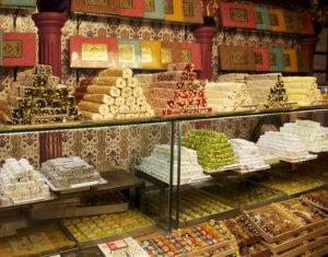 Огромное количество сладостей