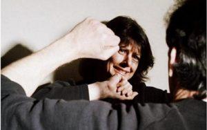 Избиение брюнетки
