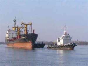 Буксировка корабля