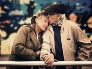 Пожилые супруги