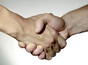 Приятельское рукопожатие