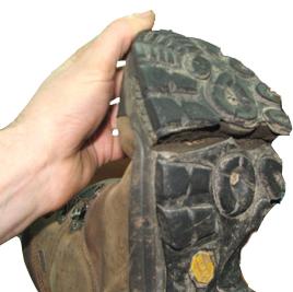 Старая выношення обувь