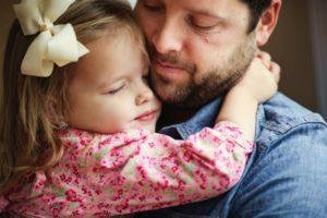С маленькой девочкой