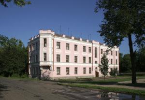 Трехэтажное здание