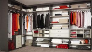 Заполненный шкаф