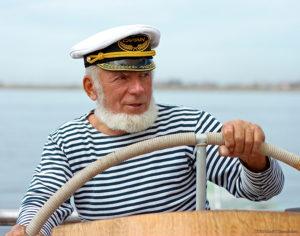 Руководить судном